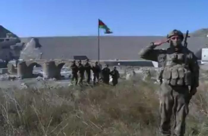 Hərbçilərimiz Xudafərin körpüsündən Ali Baş Komandana raport verdilər - VİDEO