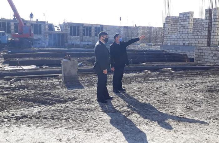 Mədəd Zeynalov yeni inşa olunan məktəb binasında görülən işlərlə maraqlanıb - FOTO